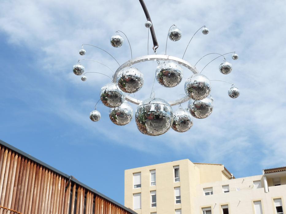 lustre suspendu boules à facettes